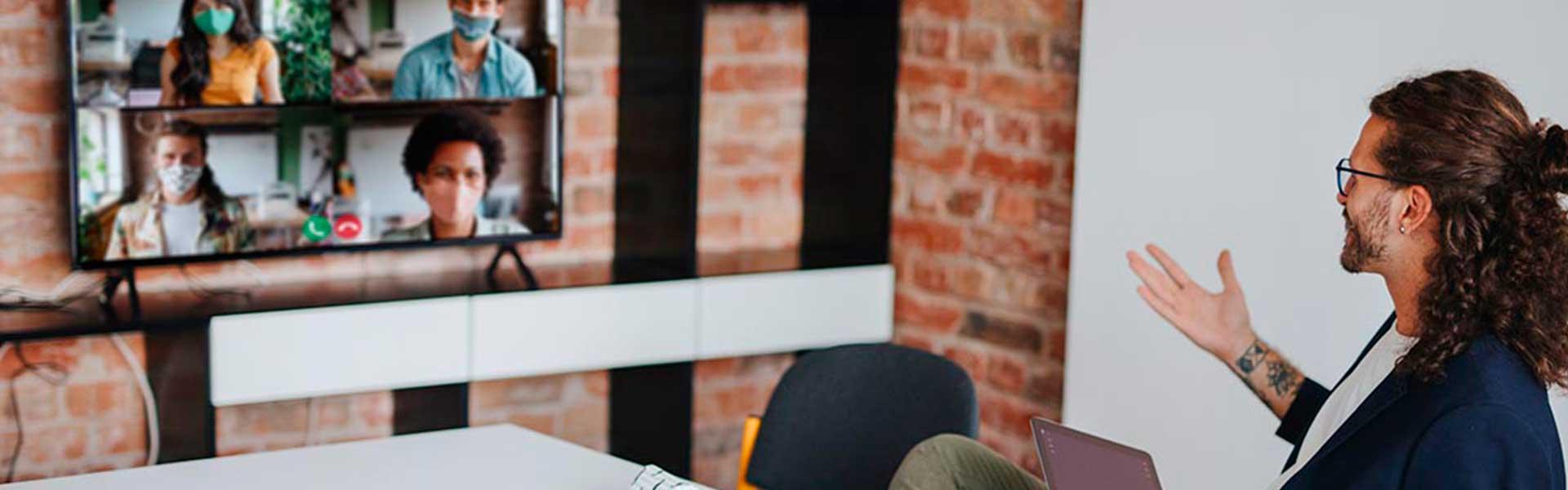 Reunião de trabalho à distância com recurso a ferramentas de colaboração